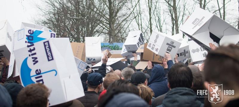 Verhuisdozen actie protestmars